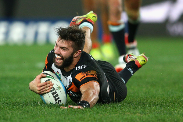 James+Tedesco+Tigers+Coach+Jason+Taylor+Looks+Cm-XvU-4mvVl.jpg