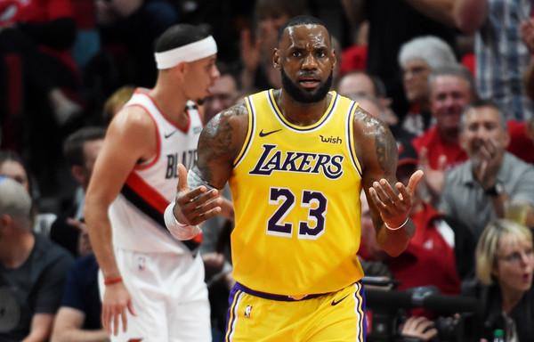 Los+Angeles+Lakers+v+Portland+Trail+Blazers+ABUswjVYaNal