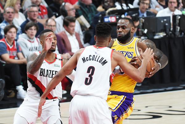 Los+Angeles+Lakers+v+Portland+Trail+Blazers+Zfw3SXIF0lol