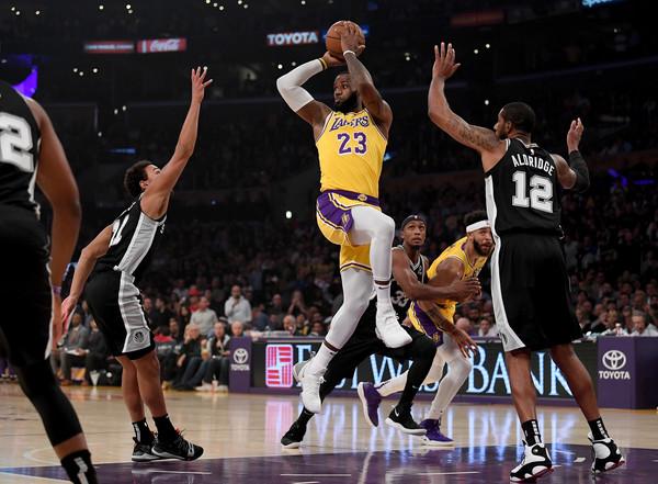 San+Antonio+Spurs+v+Los+Angeles+Lakers+MQrIkF_1Rhul